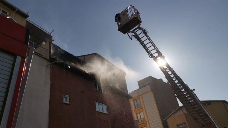 Kocaeli'de bir marketin deposunda çıkan yangın söndürüldü