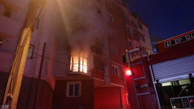 Kocaeli'de evde çıkan yangında 3 çocuk dumandan etkilendi