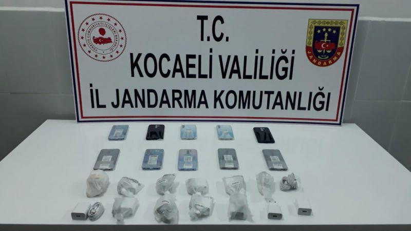 Kocaeli'de gümrük kaçağı cep telefonları ele geçirildi