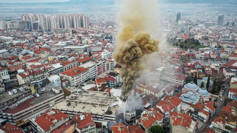 Bursa'da alışveriş merkezinde yangın çıktı