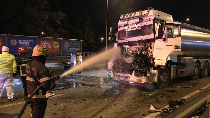 Kocaeli'de tanker ile kamyonun çarpıştığı kazada 2 kişi yaralandı