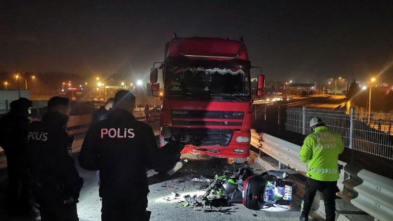 Kocaeli'nde tırla çarpışan motosikletin sürücüsü öldü