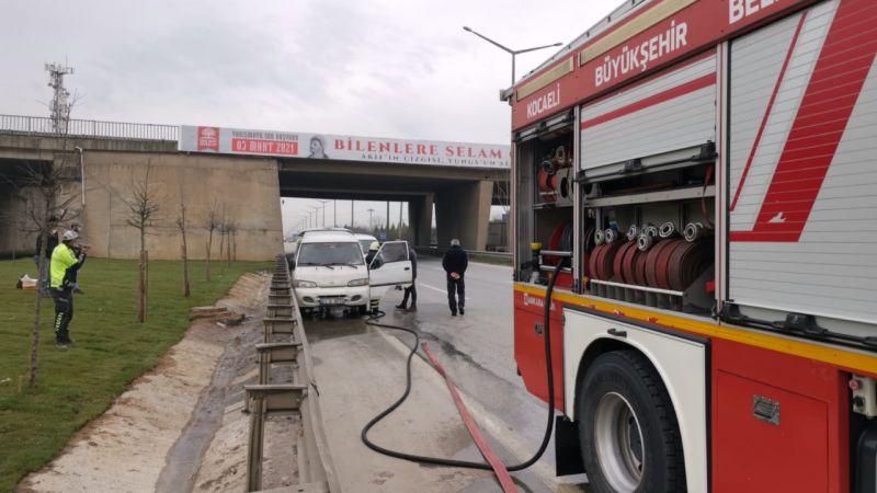 Kocaeli'de panelvanda çıkan yangın söndürüldü