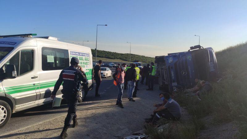 Kocaeli'de devrilen tırın şoförü öldü