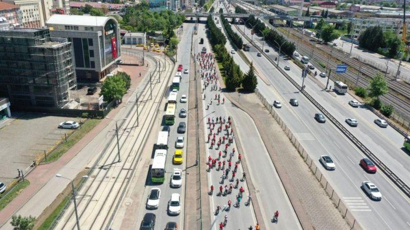 """Kocaeli'de bisikletseverler """"19 Mayıs"""" için pedal çevirdi"""