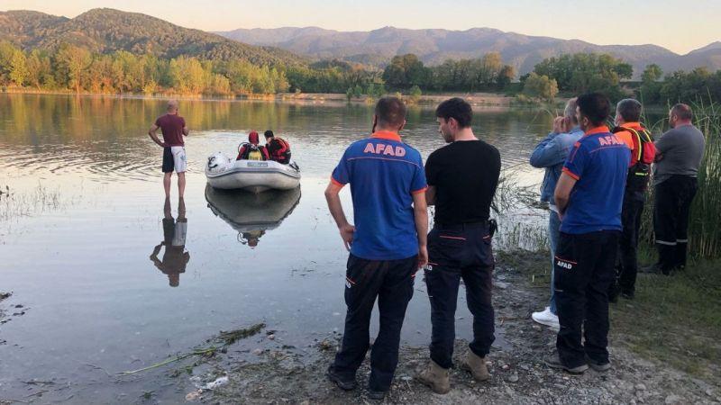 Sakarya'da serinlemek için gölete giren genç boğuldu
