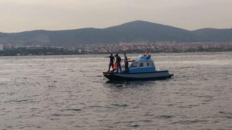 Kocaeli'de tekneleri arızalanınca denizde mahsur kalan gençleri deniz polisi kurtardı
