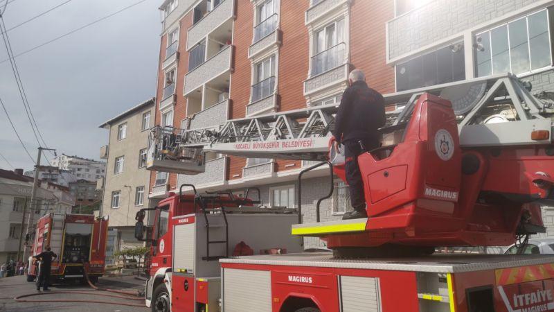 Kocaeli'de bir apartmanda korkutan yangın