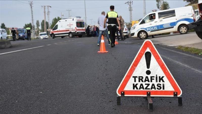 Kocaeli'de kaza: Otomobille motosiklet çarpıştı