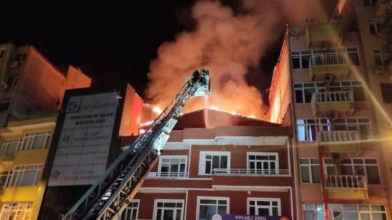 Kocaeli'de yangın paniği. Apartmanın çatı katı alev alev yandı