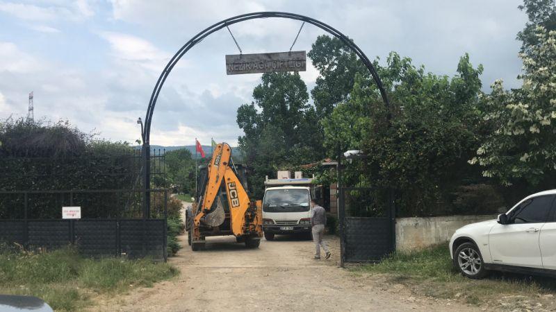 İYİ Partili Türkkan'ın ortağı olduğu şirkete ait çiftlikteki kaçak yapılar yıkılacak