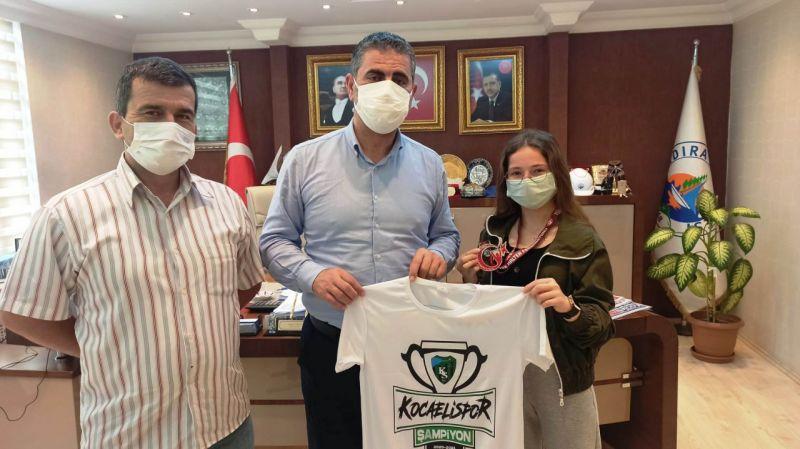 Kandıra Belediye Başkanı Adnan Turan başarılı sporcuyu ağırladı