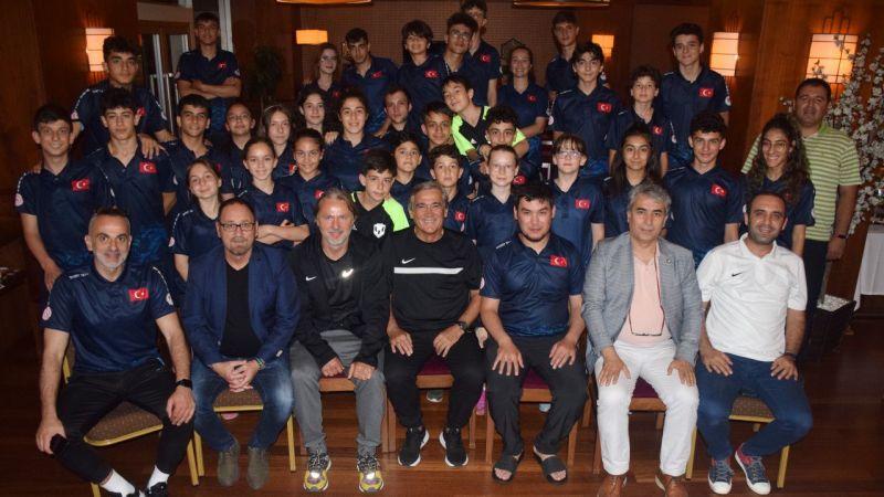 Mustafa Çulcu ve Kaan Dobra'dan Short Track Milli Takım Kampı'na ziyaret