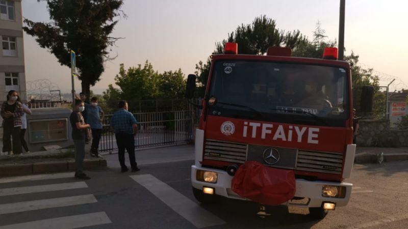 Kocaeli'de okul bahçesinde mahsur kalan çocuğu itfaiye ekipleri kurtardı