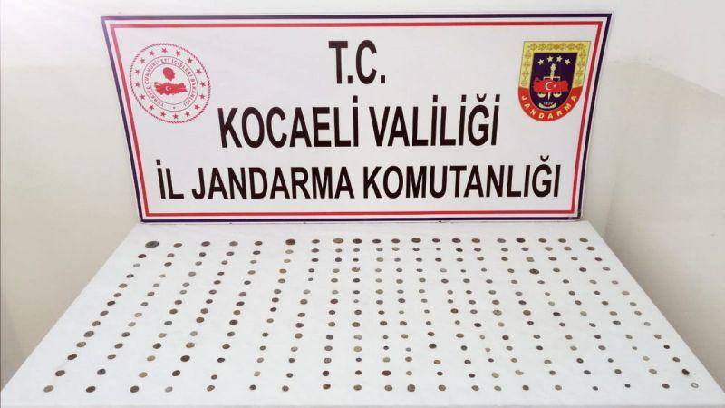 Kocaeli'de durdurulan araçta 281 tarihi sikke yakalandı