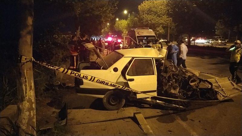 Sakarya'da otomobil ağaca çarptı: 1 ölü, 1 yaralı