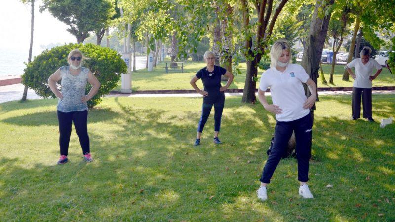Karamürsel'de kadınlar açık havada spora ilgi gösteriyor