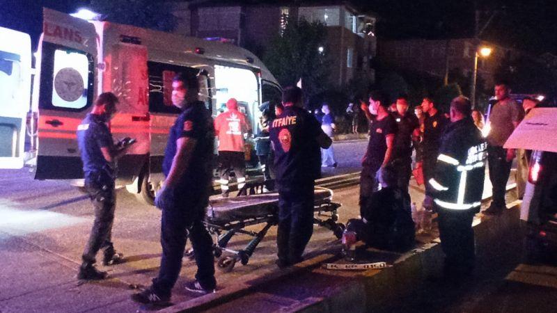 Kocaeli'de otomobille hafif ticari araç çarpıştı: 4'ü çocuk 10 yaralı