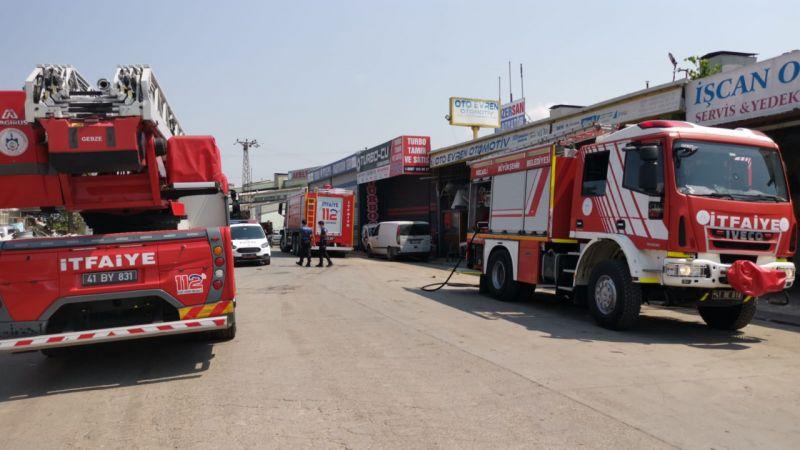 Kocaeli'de iş yerinde çıkan yangında 2 kişi dumandan etkilendi