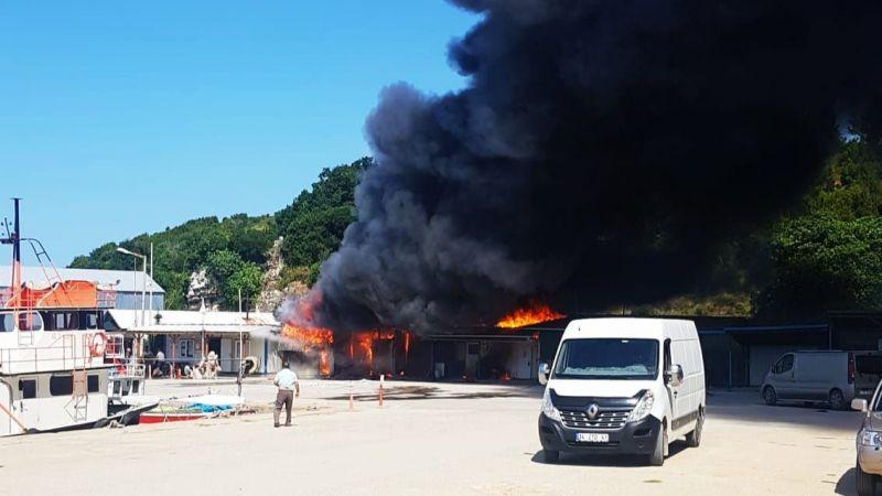 Kandıra'da balıkçı barınağında yangın
