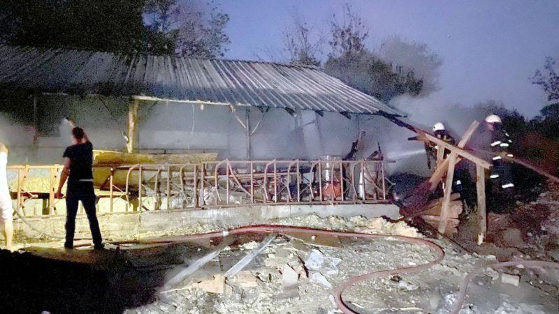 Karamürsel'de ahır yangını hasara neden oldu