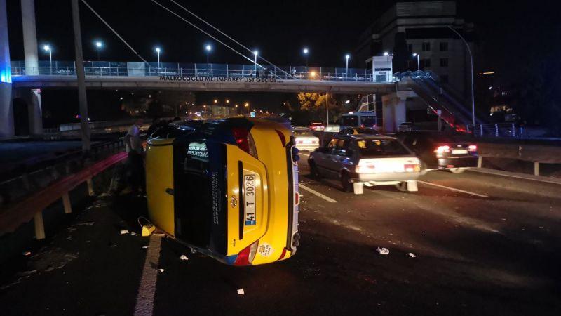 Kocaeli'de 3 ticari taksinin karıştığı zincirleme trafik kazasında bir kişi yaralandı