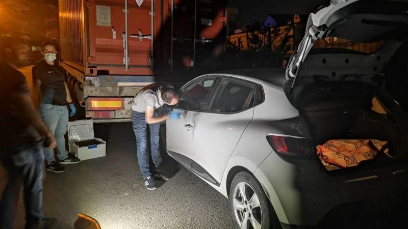 Kocaeli'de polisten kaçan şüpheliler kullandıkları çalıntı aracı terk edip ortadan uzaklaştı