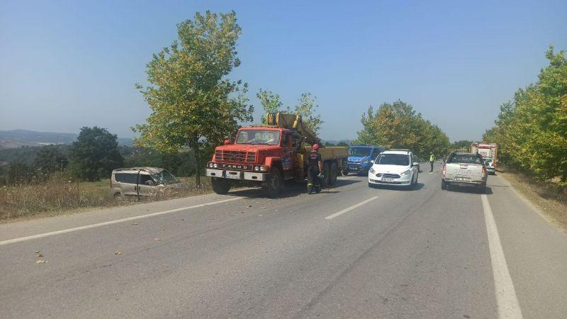 Kocaeli'de tarlaya devrilen hafif ticari aracın sürücüsü yaralandı