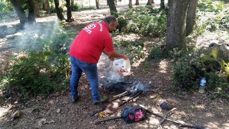 Büyükşehir A Takımı ekipleri, ateş yakan piknikçileri uyardı