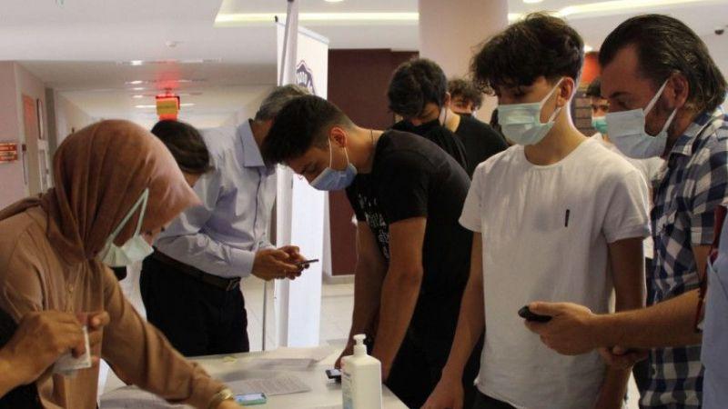 Kocaeli'de Kovid-19 aşısı yaptıran 106 lise öğrencisi