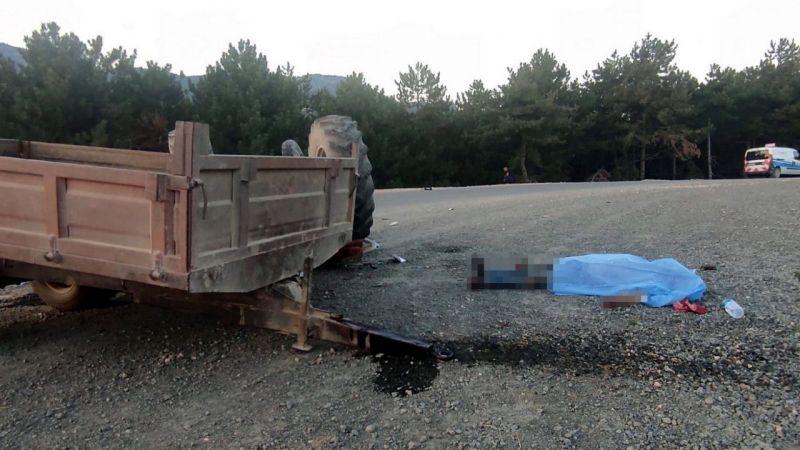 Sakarya'da otomobil ile traktörün çarpışması sonucu bir kişi hayatını kaybetti, bir kişi yaralandı