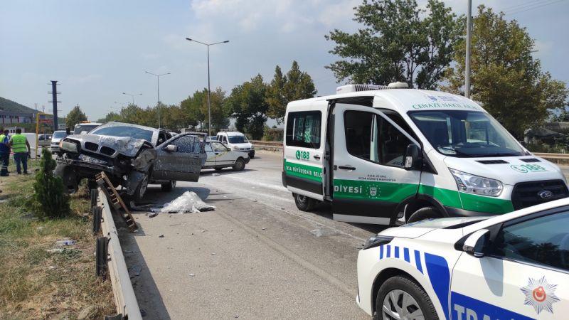 Bursa'da geri manevra yaparken bir otomobilin çarptığı aracın sürücüsü hayatını kaybetti