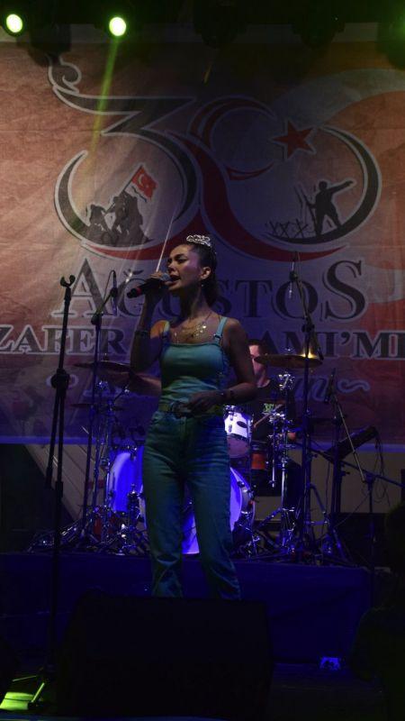 Müzik grubu Mary Jane 30 Ağustos Zafer Bayramı'nda Kocaeli'de konser verdi