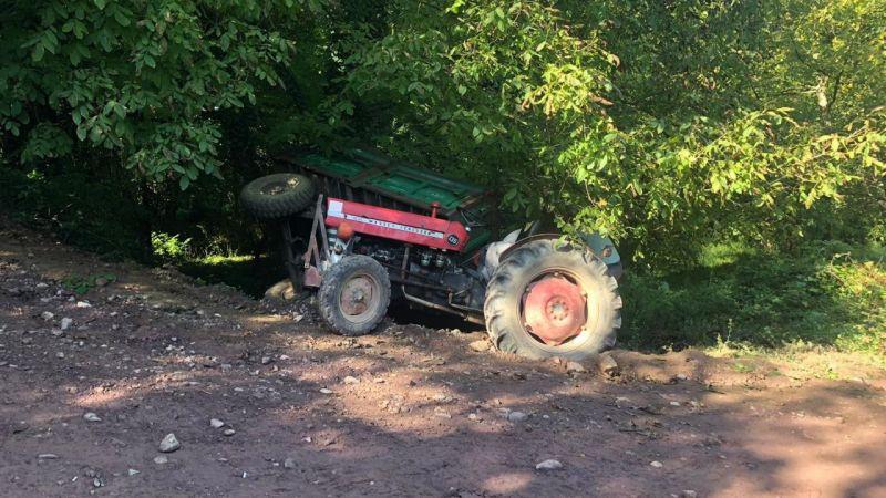 Fındık işçilerini taşıyan traktörün römorku devrildi