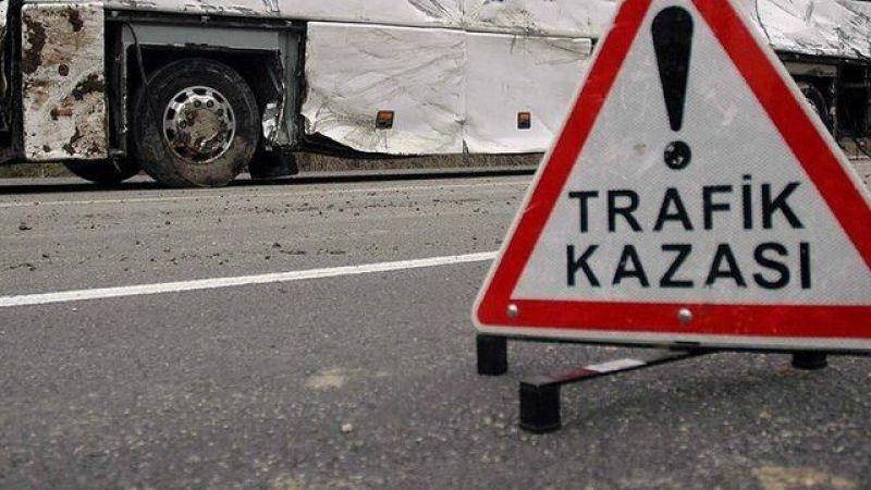 Kocaeli'de kamyonet ile çarpışan servis minibüsünün sürücüsü yaralandı