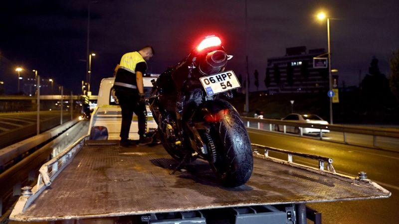 İstanbul'da kaza yapan motosikletteki 2 kişi öldü