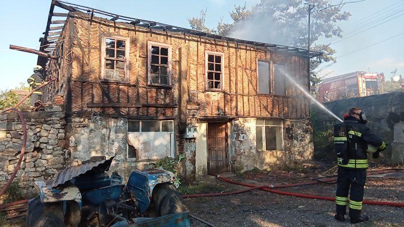 Kocaeli'de yangın çıkan ev kullanılamaz hale geldi