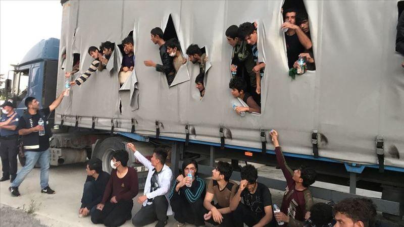 Tır'da 112 kaçak göçmen yakalandı