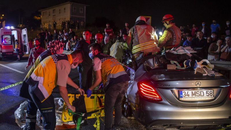 İstanbul'da meydana gelen trafik kazasında 3 kişi yaşamını yitirdi, 3 kişi yaralandı