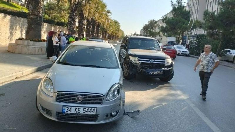 Kocaeli'de cip ile çarpışan otomobilin sürücüsü yaralandı