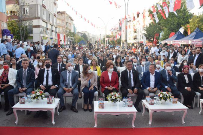 Meral Akşener, İzmit Belediyesi Kadın Girişimciler Merkezi'nin açılışına katıldı