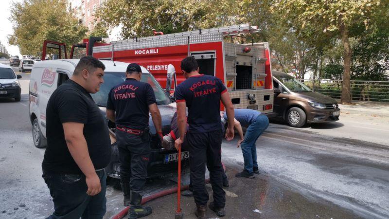 Kocaeli'de hareket halindeyken yangın çıkan araçta hasar oluştu