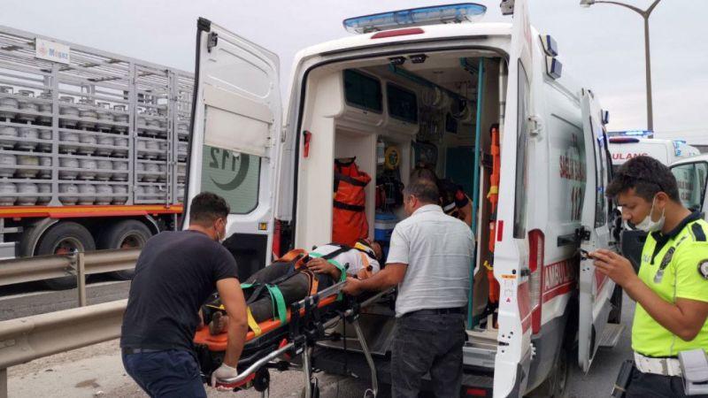 Yolcu otobüsü ile tırın çarpıştığı kazada 3 kişi yaralandı