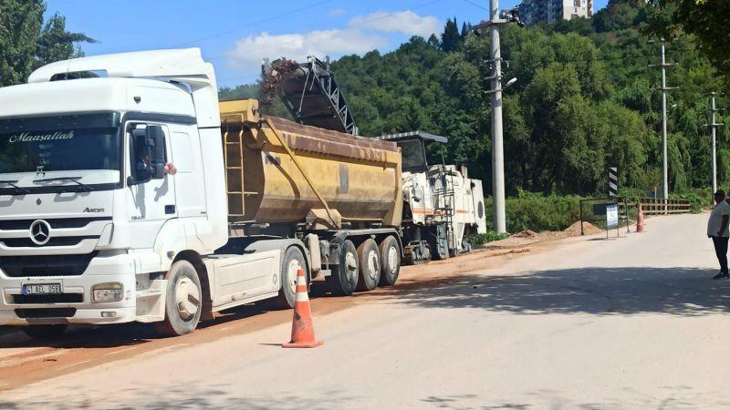 İzmit Turan Güneş Caddesinde asfalt çalışmaları yapılıyor
