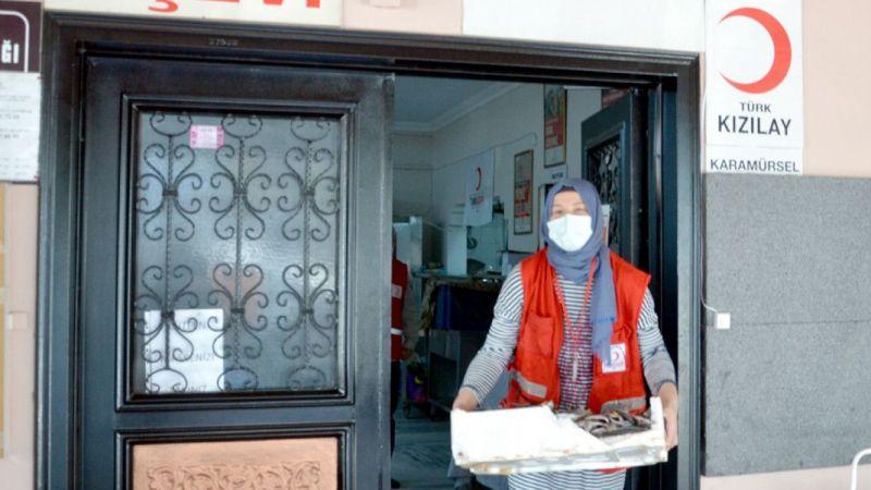 Kocaeli'de boy yasağına uymadığı için el konulan 3 ton balık ihtiyaç sahiplerine dağıtıldı