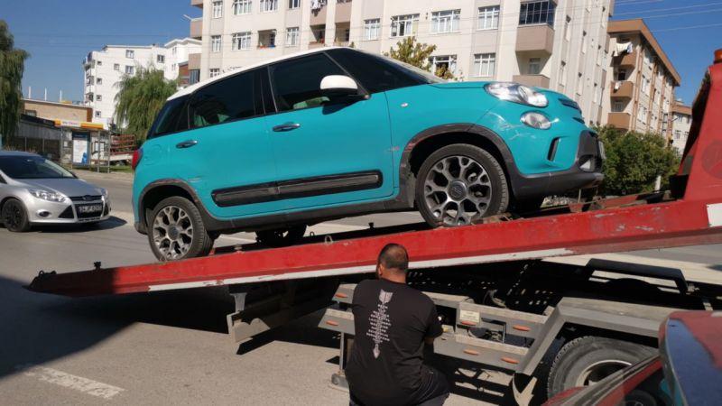Kocaeli'de iki otomobile çarparak zarar veren sürücü yakalandı
