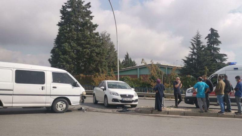 Kocaeli'de kaza panelvanla otomobil çarpıştı