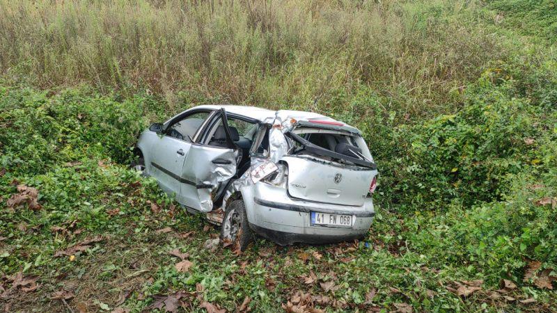 Şarampole devrilen otomobildeki 4 kişi yaralandı