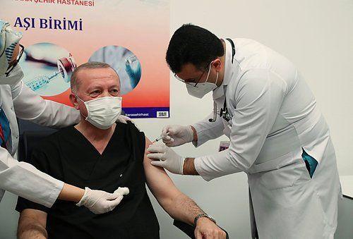 Erdoğan'a aşı yapan kişi gündeme oturdu