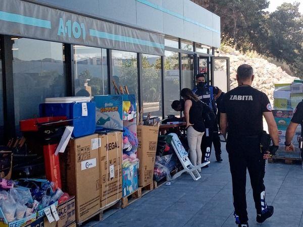 Kuşadası'nda zincir market mühürlendi